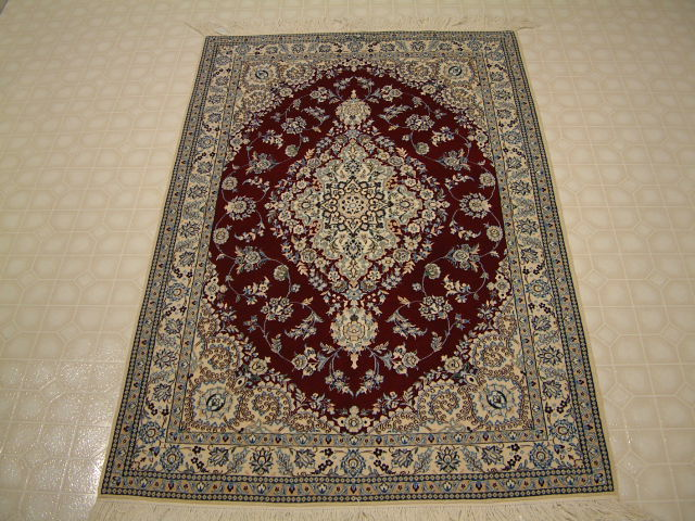 Nain Persian rug #3162, click on the picture or description for more details about the Persian carpets.