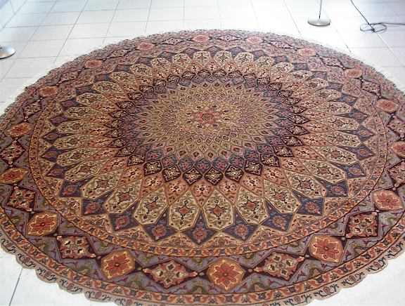 Round Tabriz oriental carpet. To see other oriental carpets, click on this link.