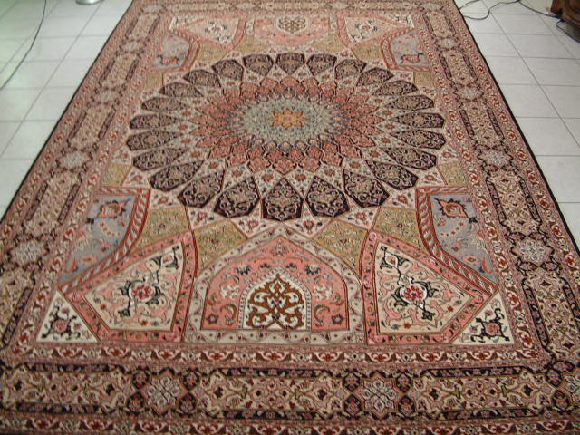 Picture of a Gombad Tabriz Persian rug, which I used in this example to show you how to count the kpsi of Persian carpets. This Tabriz carpet is a great example, since most of my competitors will claim that these Persian rugs have 400 kpsi or more, when the truth is that virtually every 50 raj Persian carpet has about 330-360 kpsi.