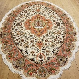 Large oval 9'x6' (2mx3m) Tabriz Persian rug made of fine wool with silk highlights