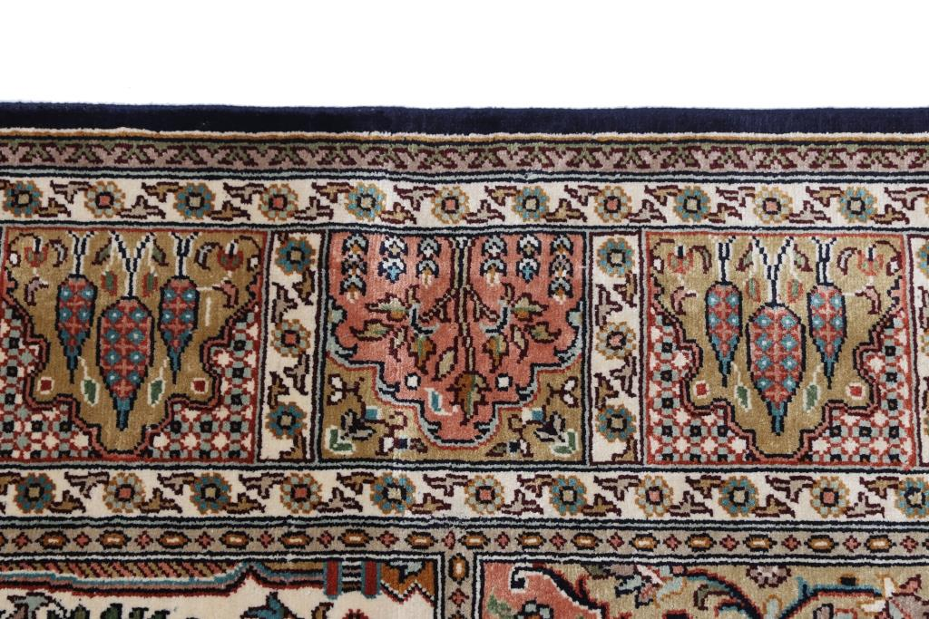 6'x4' (1,8x1,2m) silk Persian rug. High quality handmade Persian carpet.