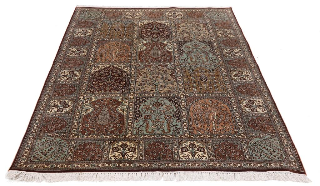 6'x4' (1,9x1,4m) silk Persian rug. High quality handmade Persian carpet.