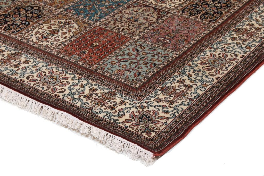 6'x4' (1,9x1,4m) silk Persian rug. High quality handmade Persian carpet.