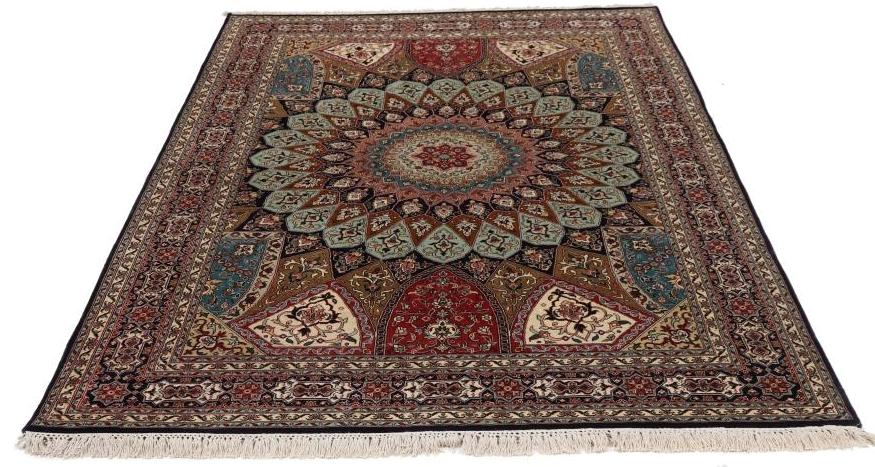 7'x5' (2,1x1,5m) silk Persian rug. High quality handmade Persian carpet.