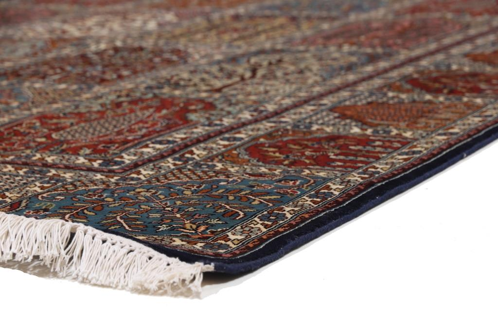 8'x5' (2,4x1,6m) silk Persian rug. High quality handmade Persian carpet.