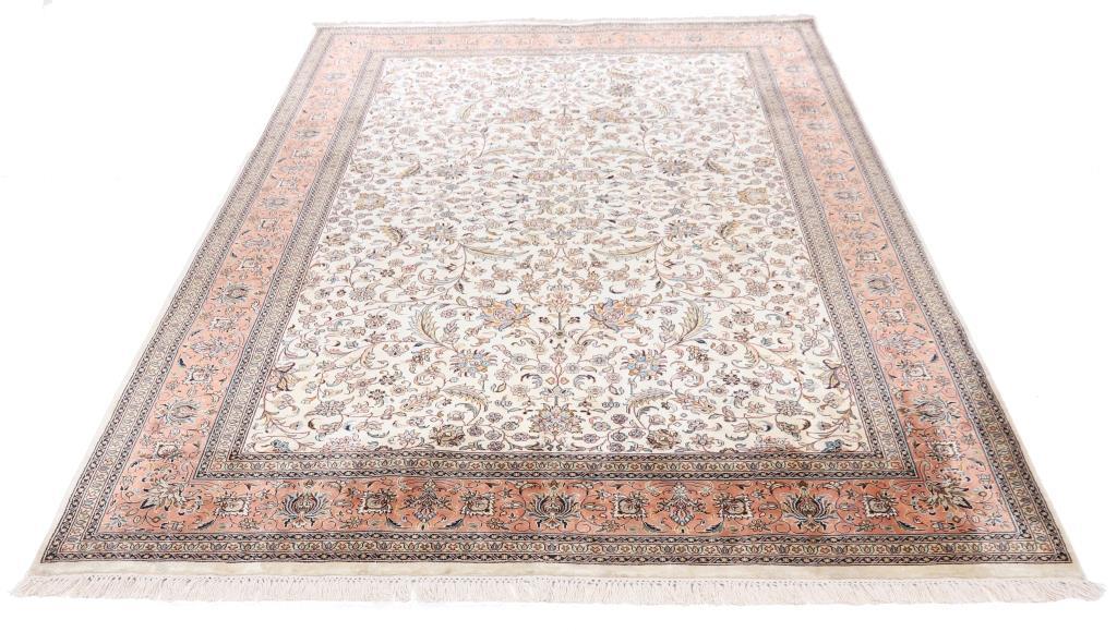 8'x5' (2,4x1,7m) silk Persian rug. High quality handmade Persian carpet.
