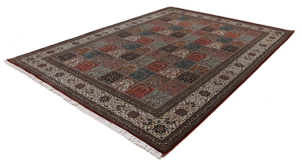 11'x8' (3,5x2,5m) silk Persian rug. High quality handmade Persian carpet.