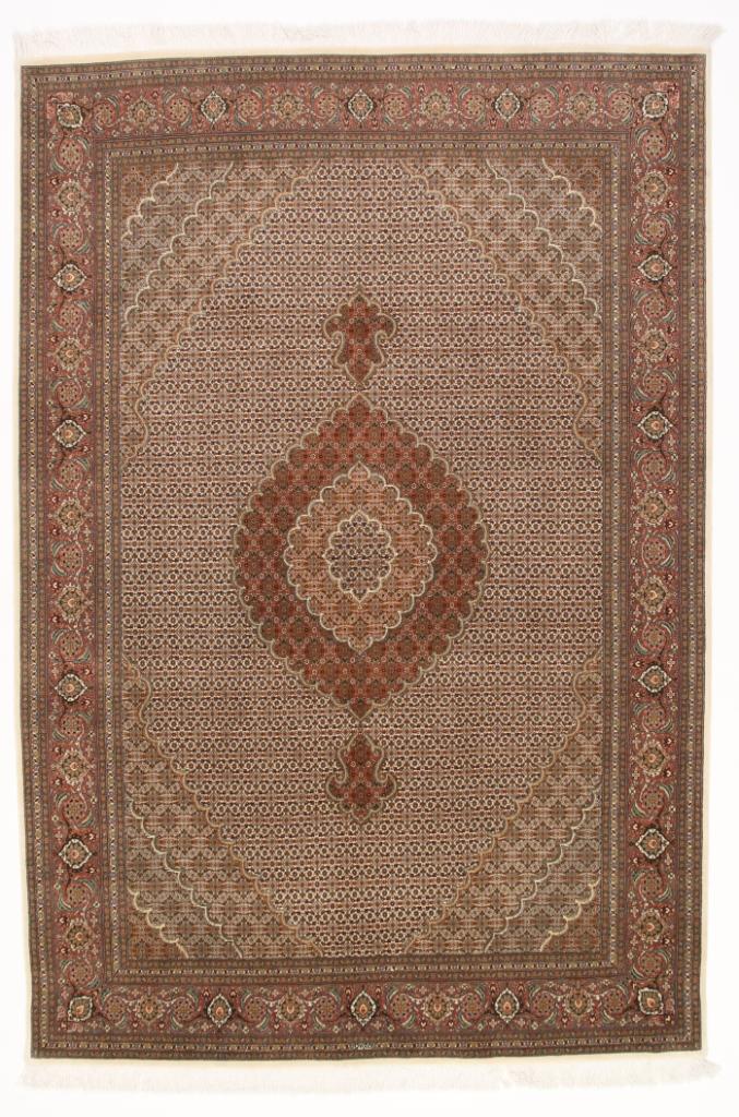 Pirouzian Mahi Tabriz Persian rug. Signed Mahi Tabriz Persian carpet.