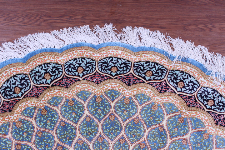 5' (1,5m) round Qum pure silk Qom Persian rug with Gonbad design