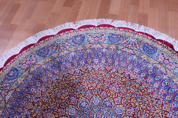 5' (1,5m) Round pure silk Qum Persian rug with Gonbad Design
