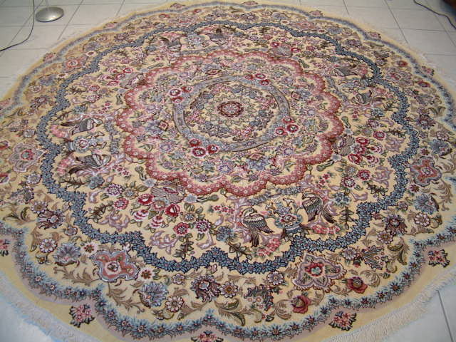 Round metal Persian rugs rugs are also very rare and it is thanks to my direct family contacts with the carpet weavers in Tabriz that I am able to offer some of these rare tpye of oriental rugs. These Tabriz carpets are so rare that they are often purchased by retailers who then turn around and sell them for many times more.