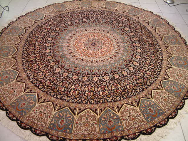Example of a high quality round Persian rug like this Tabriz round Persian carpet.