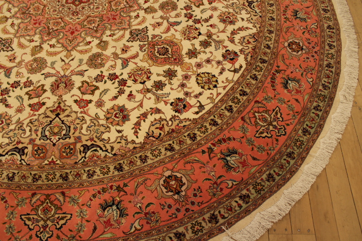 50 Raj round Tabriz Persian rug made with silk added. 10' round Tabriz Persian carpet.