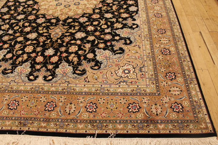 50 Raj Tabriz Persian rug with silk highlights. High Quality Tabriz Persian carpet with silk.