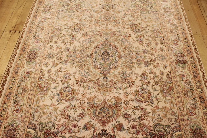 80 Raj 6x4 Tabriz Persian rug with a silk foundation. Beige Novenfar Tabriz Persian carpet 850KPSI